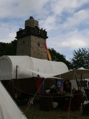 Reisewagen vorm Bismarckturm