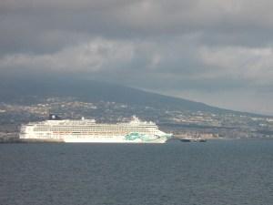 Cruise-Schiff verlässt den Hafen