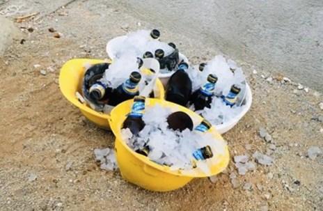 creatividad albañil cascos