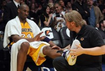 Image courtesy of losangeles.cbslocal.com - Bryant grabbing his left shin after suffering Tenosynovitis of the shin during a loss to the Houston Rockets