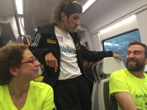 Con Depa en el tren camino a Behobia