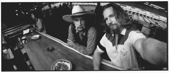 Jeff Bridges in un suo selfie ante litteram con Sam Elliot