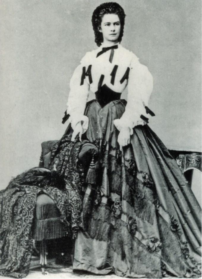 Sissi fotografata nel 1862 da Ludiwig Angerer, suo fotografo ufficiale