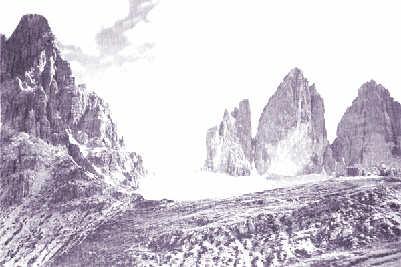 Il monte Paterno e sullo sfondo le Tre Cime di Lavaredo viste dal versante austriaco