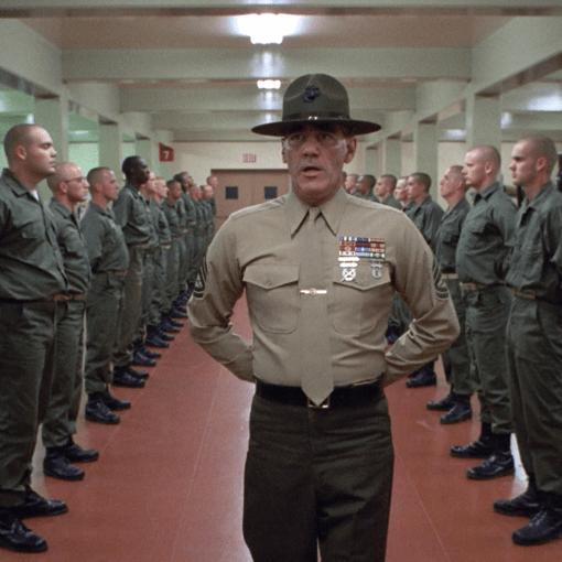 Il sergente Hartman al rapporto