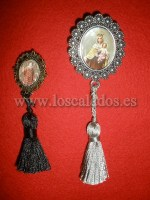 Broches con borlón