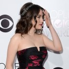 Kat Dennings peoples choice awards 2014 headpiece sparkle crown