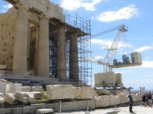 Detalle del sistema de reconstrucción, andamios, grúas... quien tiene un martillo busca clavos :p