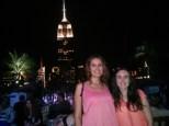 Mónica y Milena en el roof top de la 230 con la 5ª, con el Empire State de fondo.