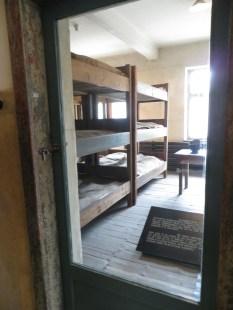 En esta habitación dormían los oficiales que vigilaban a los presos.