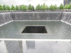 En lo que fueron los cimientos de las Torres Gemelas, se han creado dos piscinas con una cascada al abismo.