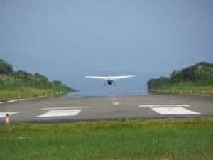 Nuestro avión se va de vuelta a San José,... pero que pequeñoooo!