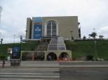 Centro de Visitantes y Museo Miraflores. Desde la parte alta del edificio ves el canal de Panamá en funcionamiento... si pagas la entrada claro ;)