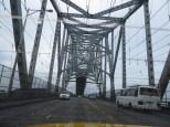 De camino al super aeropuerto, pasando por el puente de las Americas... es decir... cruzando el canal de Panamá