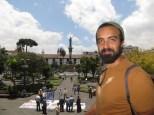 Vistas desde el Palacio Presidencial al Monumento de la Independencia y el Palacio Municipal de Quito al fondo.