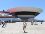 Exacto, Oscar Niemeyer! Otro más a la lista ;)