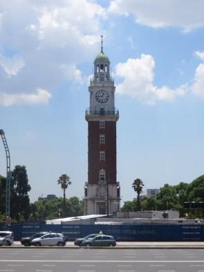La Torre Monumental en la Plaza del retiro. ¿Adivináis quien pudo hacer este regalo? Correcto, los ingleses!
