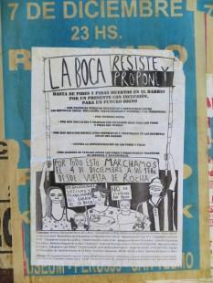 De vuelta, nos encontramos estos carteles :( Como veis, no es oro todo lo que reluce, y la situación social de algunos barrios es muy delicada...