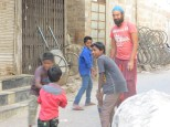 """Los niños dando una lección de cricket al """"panxut"""" XDDD"""