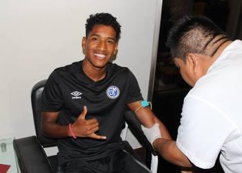 Fabricio Cabrera pasa examen médico.  Foto: Cortesía Prensa Deportivo Municipal