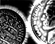 Efecto Kirlian entre dos monedas.