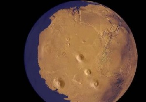Representación animada del Planeta Marte con agua y posible vida.