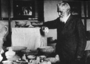 Sir William Mattew Flinders Petrie (1853-1942), fue un notable egiptólogo británico