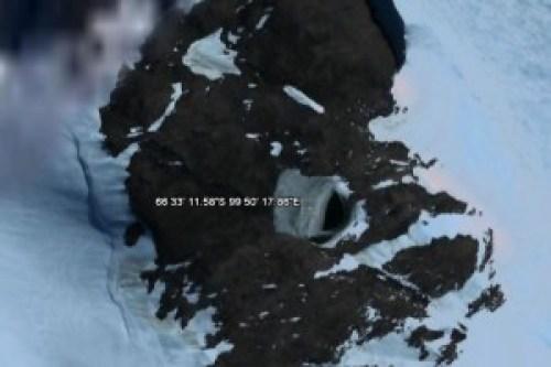 Otra enigmática cueva localizada igualmente a través del Google Earth en la Antártida.