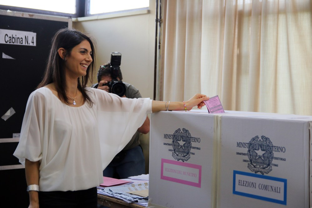 Italy: Mayoral candidates vote at polling stations
