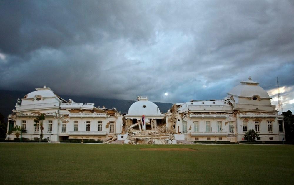 haiti-earthquake----presidential-palace-325e522125d255bb.jpg