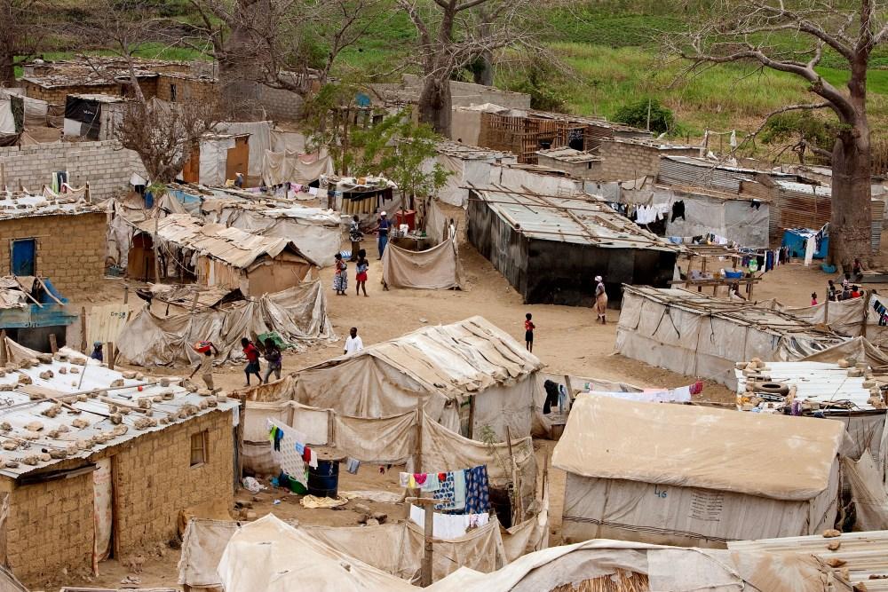 angola-scene-houses