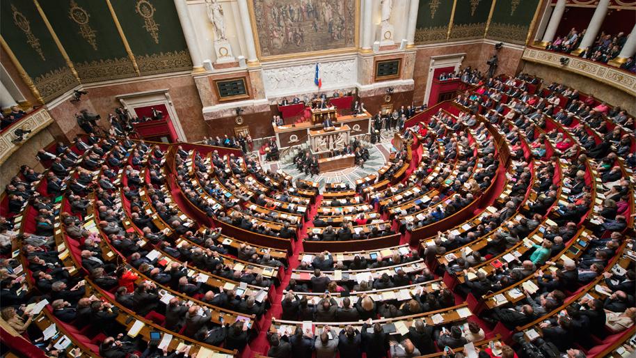 une-seance-dans-l-hemicycle-de-l-assemblee-nationale