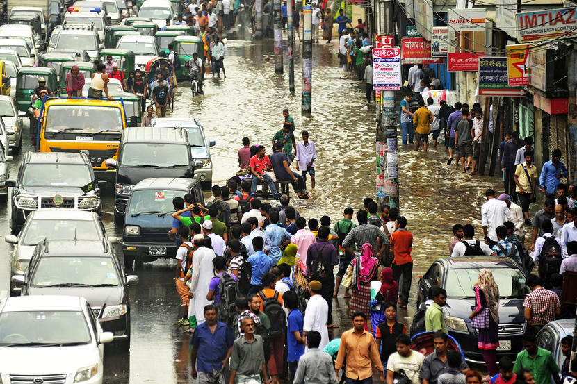 Heavy rain inundate roads in Dhaka