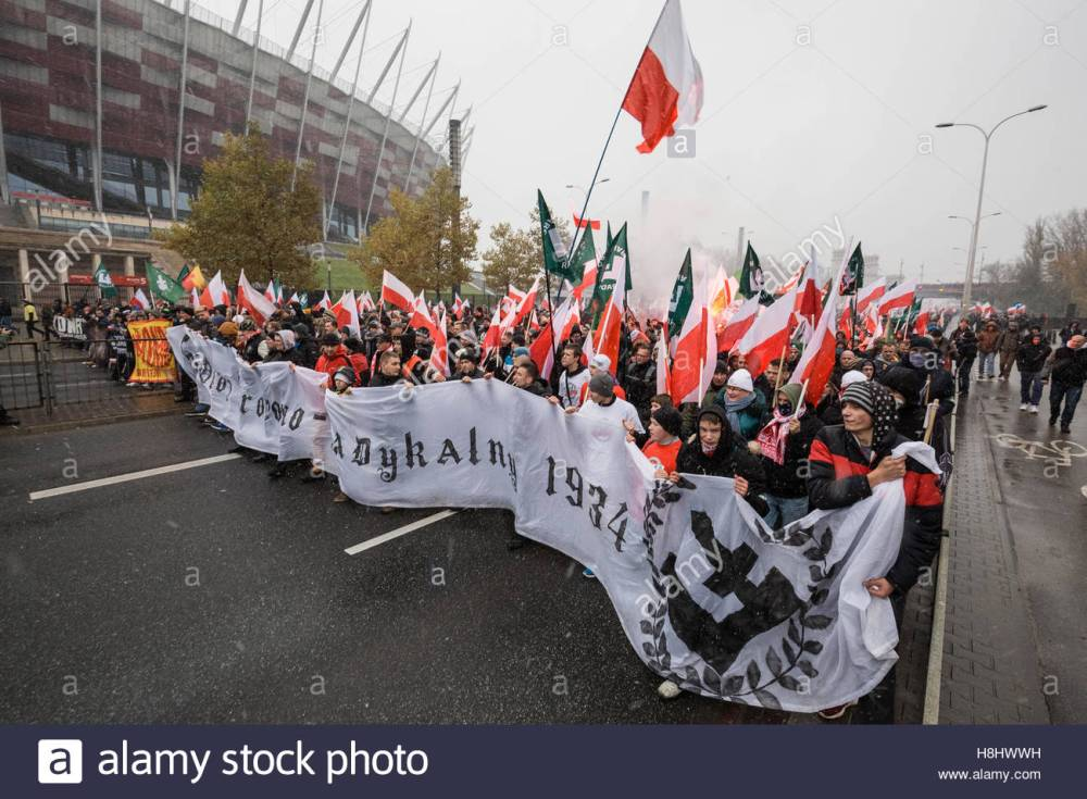 thousands-join-the-annual-march-in-warsaw-organised-by-polands-nationalist-h8hwwh