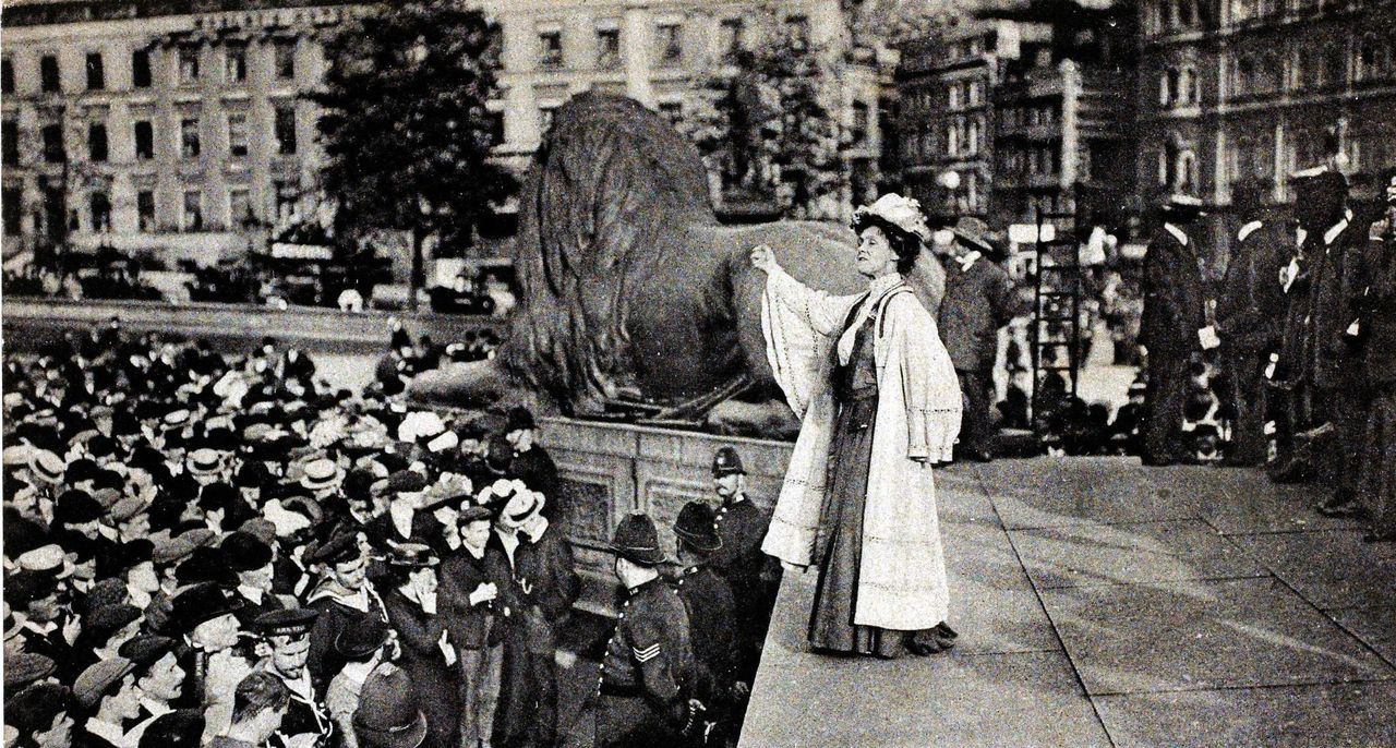 suffragette-movement-mrs-emmeline-pankhurst-speaking-at-trafalgar-picture-id79034322-size1280
