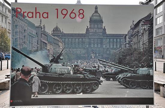 Praga-1968_FaceMePLS_2822415076@flickr_CC.jpg