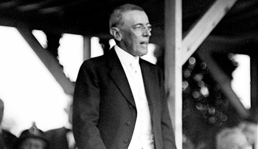 sp-woodrow_wilson_speaks_at_dedication_of_the_confederate_memorial_-_arlington_national_cemetery_-_arlington_count_va_usa_-_1914-06-12-533x300.jpg