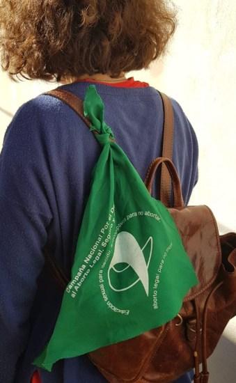 Ragazza con pañuelo verde