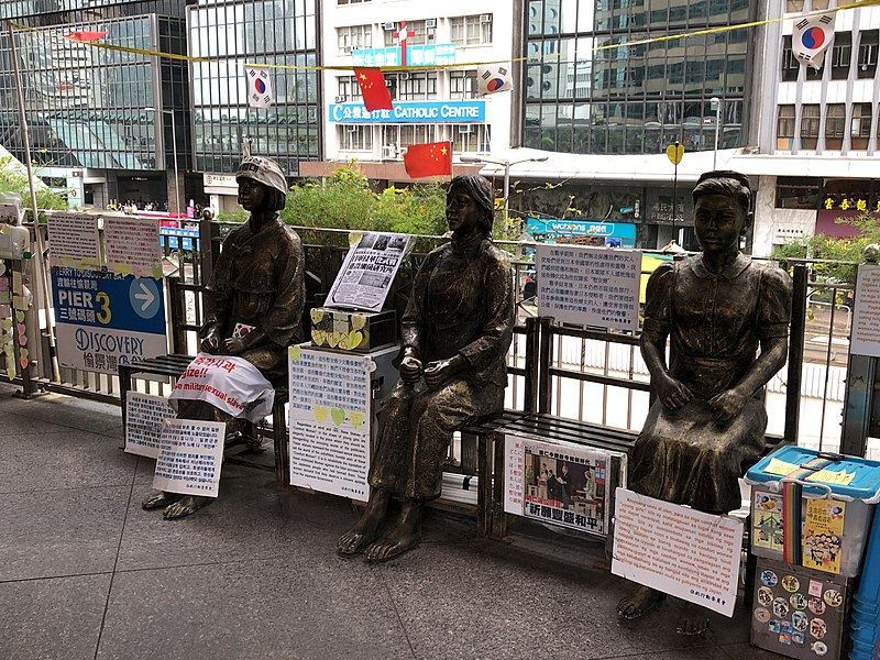 800px-Comfort_Women_statues_Central,_Hong_Kong
