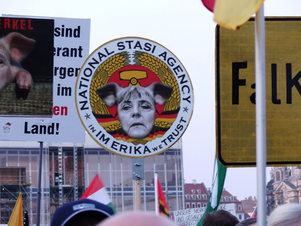 PEGIDA_Demonstration_Dresden_2015.jpg
