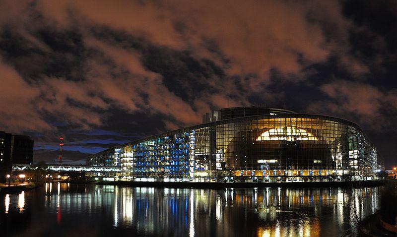 veduta notturna sede parlamento europeo