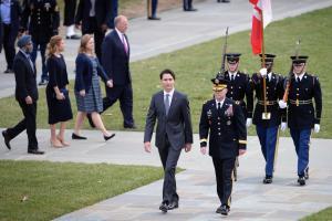 Mentre la bufera passa, Trudeau sembra resistere