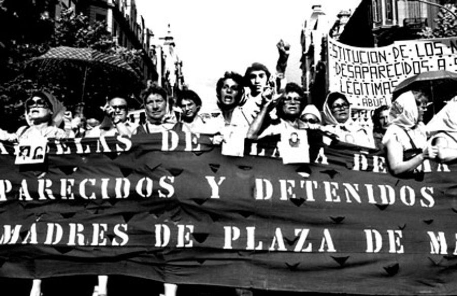 grieta argentina plaza de mayo