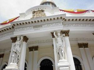 Venezuela: un voto nel caos per togliere l'Asamblea Nacional alle opposizioni