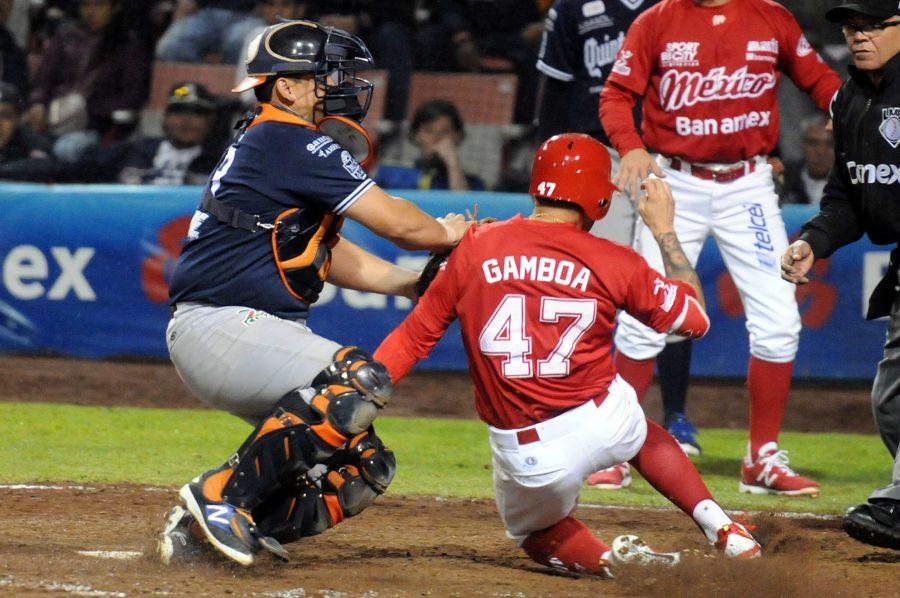 Diablos-rojos-del-México-vs.-Tigres-de-Quintana-Roo-1ero-de-la-serie-6x2-del-100616-en-México-Juan-Carlos-Gamboa-con-Íker-Franco