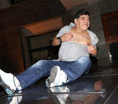 Maradona, Nápoles, Cánticos, Juventus, contra, Ciudadano honorífico, camioneta