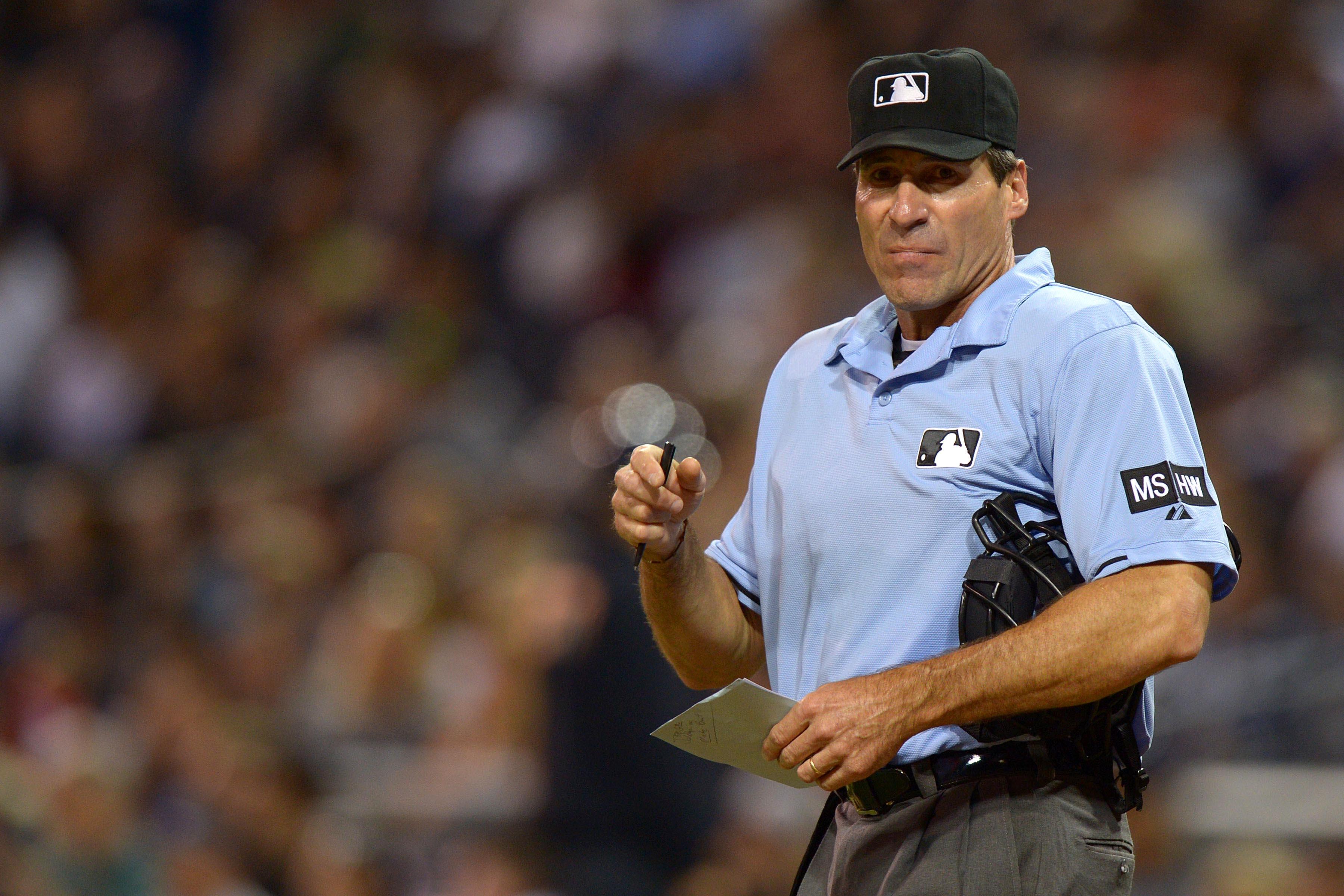 MLB, Umpire, Ampayer, demanda, discriminación, racista, Ángel Hernández, Joe Torre