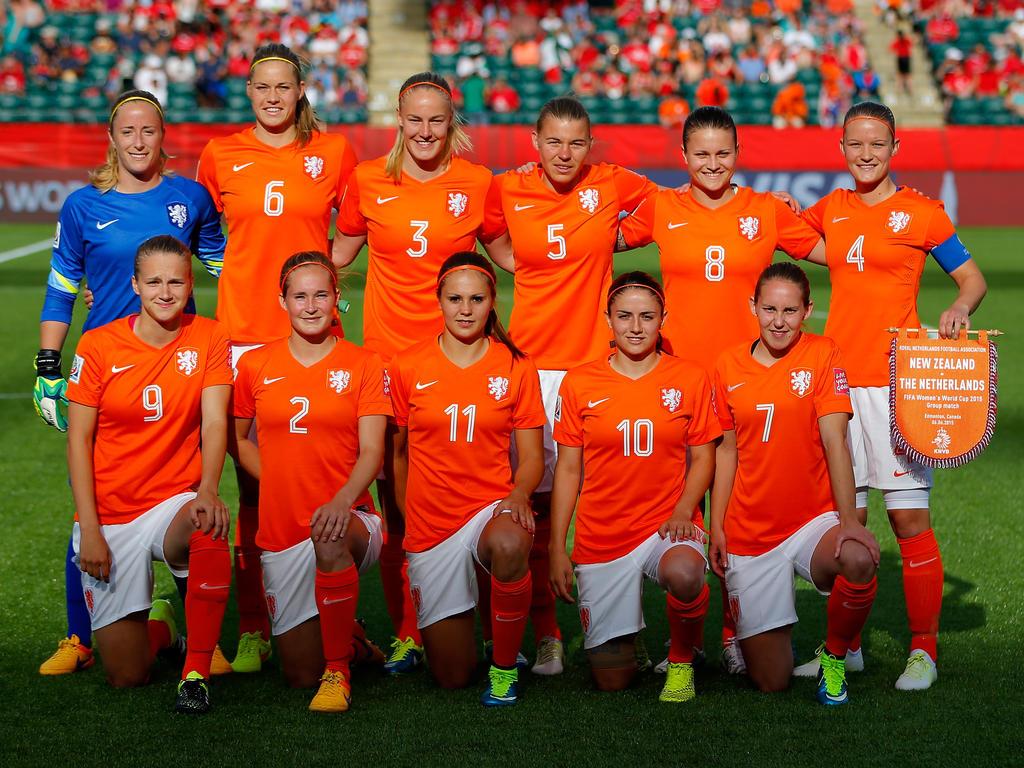 Selección de Holanda, Equidad de género, cambio, logo,uniformes, León, leona, palyera