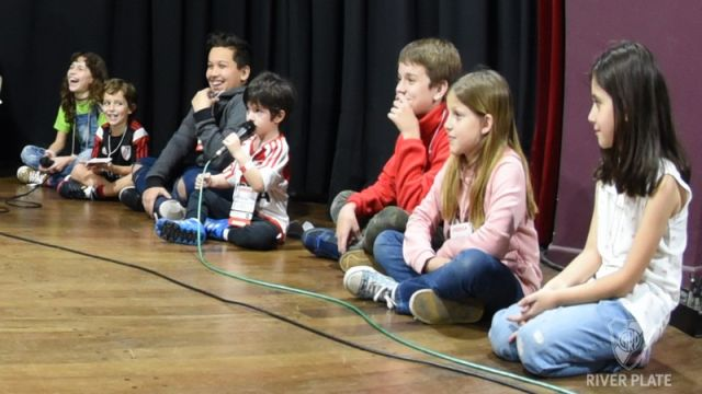 River Plate, Conferencia de niño, niño invita al equipo, a jugar a su casa, invita, Juan Pablo, Cancha