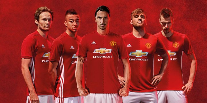 Manchester United Tinder patrocinio playera